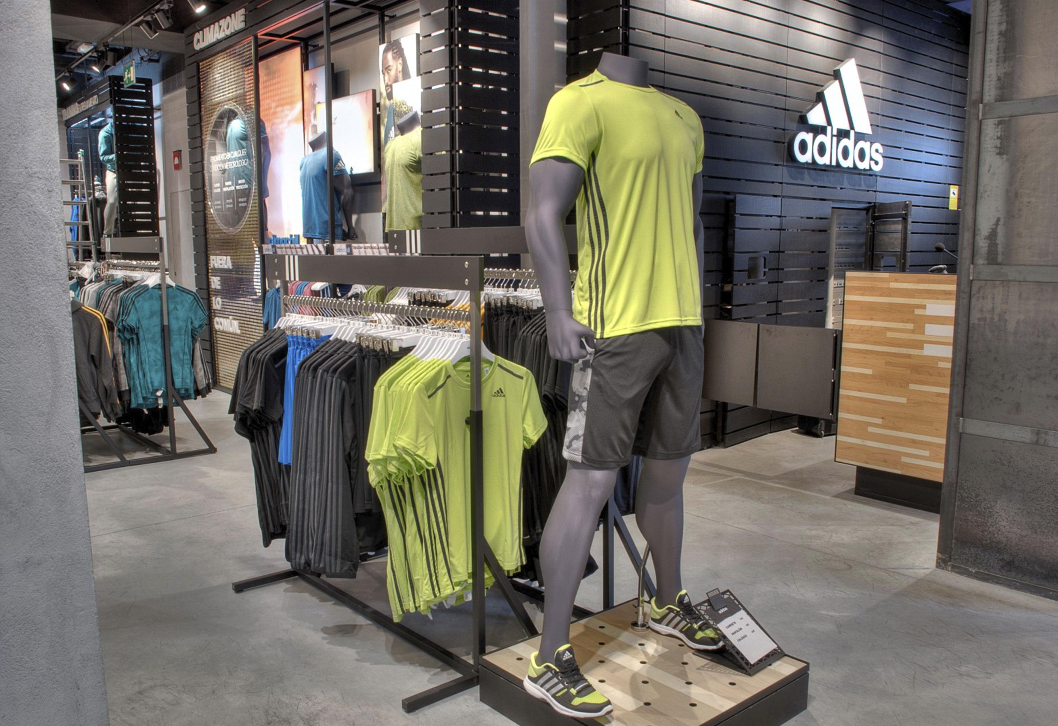 colateral árbitro policía  Adidas – Madrid – Adqa Proyectos